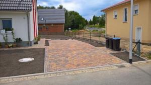 K800_Erstgestaltung Grundstuck mit Einfa hrt und Stellplatz in Meißen Mai 2017