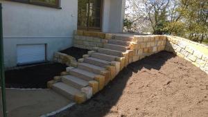 Treppe zur neuen Terrasse